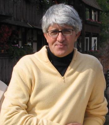Beppe Severgnini sul palco del Teatro Sociale di Trento con Diario sentimentale di un giornalista