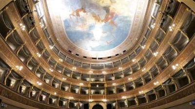 """Il Centro Servizi Culturali S. Chiara di Trento aderisce all'iniziativa """"FACCIAMO LUCE SUL TEATRO!"""""""
