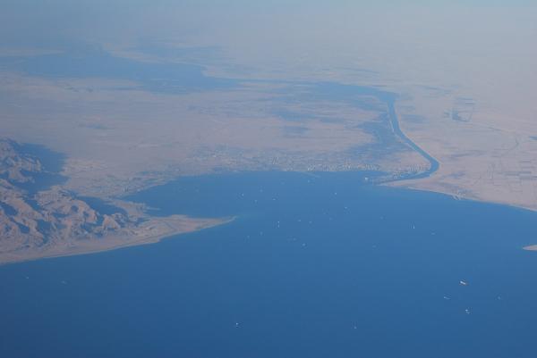 1200px-Canale_di_Suez_-_panoramio.jpg