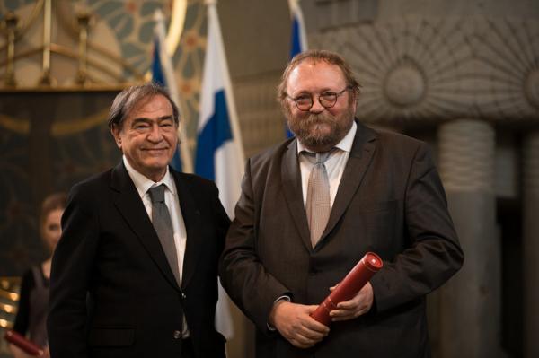 il momento della consegna del premio di Europa Nostra al Direttore per il progetto Carnival King of Europe